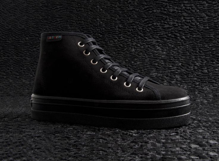 09235 Platform Basket Boot. Black