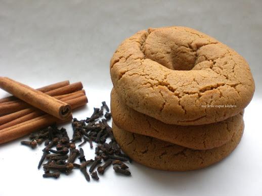 Moustokouloura These taste like Christmas. Under bake for chewy, bake a little longer for crispy.