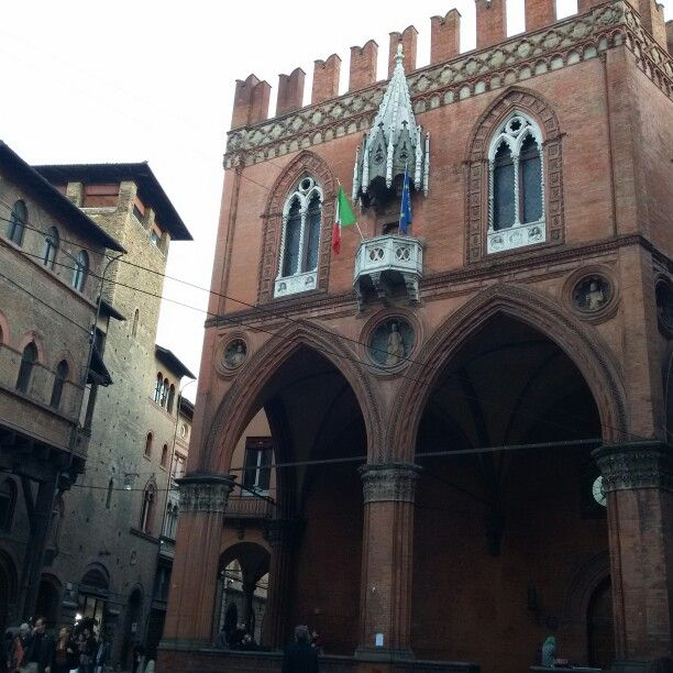 Palazzo della Mercanzia, Bologna.