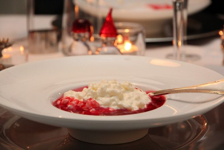 Etter at jeg traff min kjære har riskrem vært desserten vår på julaften. Tidligere var jeg ikke så veldig begeistrert for riskrem, men etter at jeg selv begynte å lage det har jeg smakt meg frem ti…