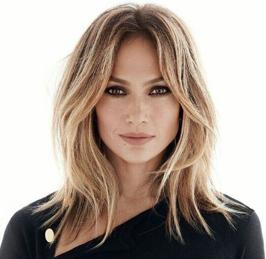 Like the classic JLo, but shorter and lighter. | Blonde balayage