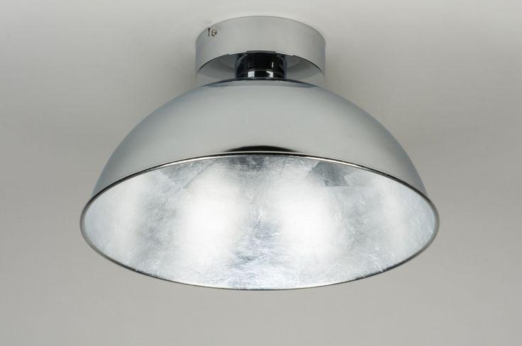 Artikel 10110 ndustriële plafondlamp voorzien van ingebouwd led!  Het armatuur heeft een chromen buitenzijde. De binnenzijde van de kap heeft een opvallende, metallic afwerking in een zilveren kleur. http://www.rietveldlicht.nl/artikel/plafondlamp-10110-modern-metaal-zilver(grijs)-rond