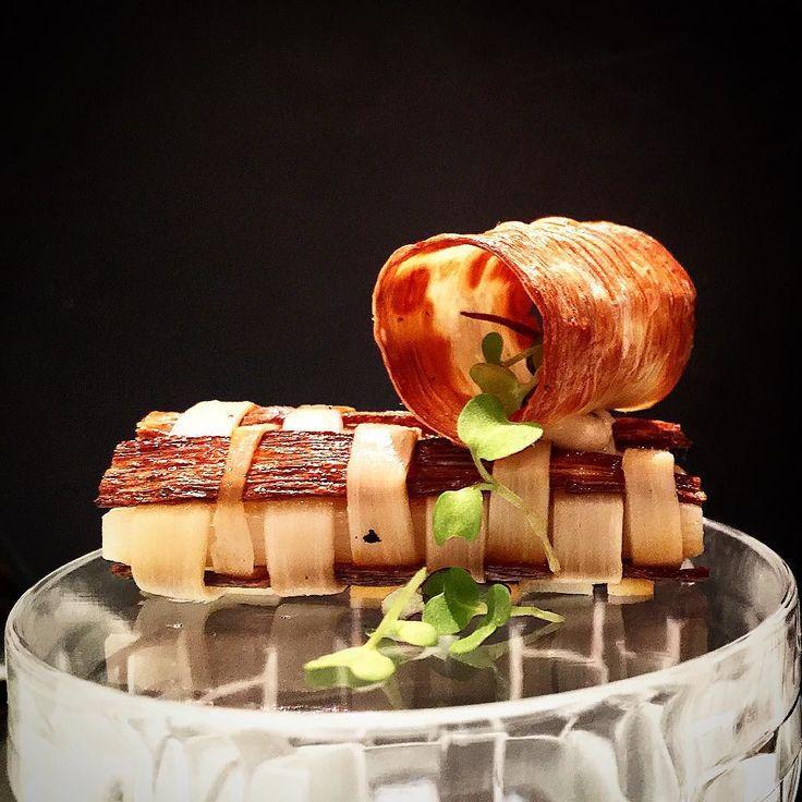 Palmito em contraste. Cuori di palma en contrasto. Hearts of palm in contrast.  #tbt #BORBrasil #bocusedor2015 #black #white #food #foodie #foodpic #foodporn #theartofplating #artofplating #instagood #instafood #contrast #foodsp #chefsofinstagram #chefstalk #chefsroll #truecooks #gastroart #finedining #hautecuisine #heartsofpalm #palmito by luizfilipe