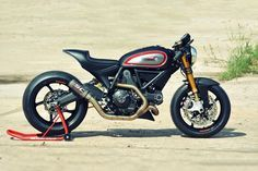 A hot-rodded engine, a MotoGP exhaust and Panigale forks: is this Ducati Scrambler from WalzWerk Racing the Monster that should have been? – Oxford Products USA