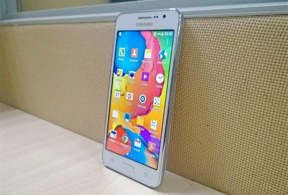 """Rò rỉ smartphone đầu tiên của Samsung chuyên chụp ảnh """"tự sướng"""" http://dienthoainews.blogspot.com/2014/09/ro-ri-smartphone-chup-anh-tu-suong-cua-samsung.html"""