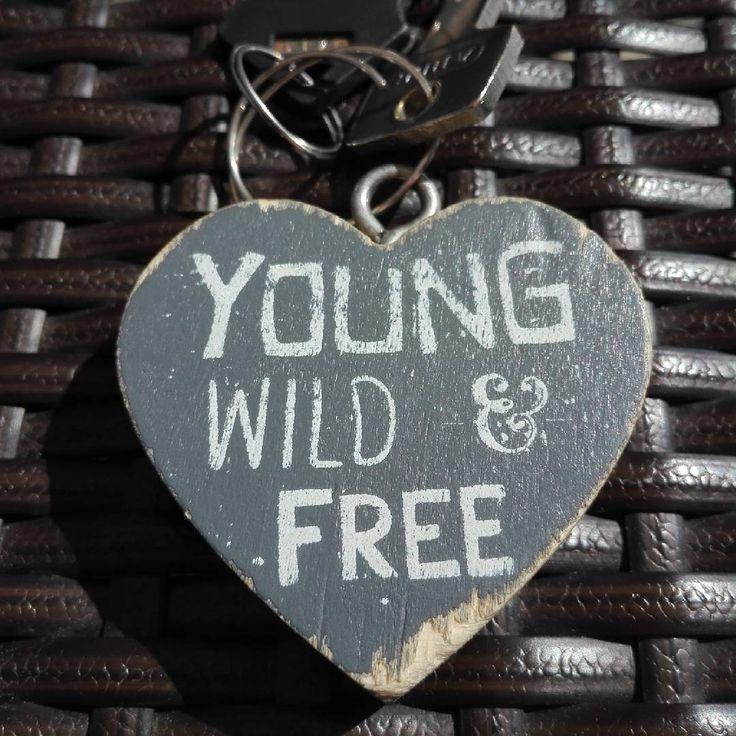 145/365: #señales. El #llavero de la habitación de #Begur llevaba estas #palabras, las mismas que la #canción de Bryan Adams de nuestro #baile de recién #casados.  #song #youngwildandfree #youngwild&free #bryanadams #dance #justmarried #words #firstdanceashusbandandwife #lovesong #keyholder #keys #llaves #love #amor #signals #corazón #heart #sinfiltro #nofilter http://gelinshop.com/ipost/1525608572229869943/?code=BUsDOnWDWF3