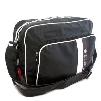 #taška #sport Černá sportovní taška Bjorn Borg na zip. Uvnitř - místo na notebook, dále dvě kapsy bez zipu. Zepředu - kapsa na zip. Nastavitelný popruh.
