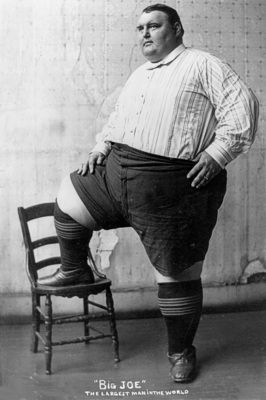 Largest man in the world in 1903 = Average size American in 2012.... smh