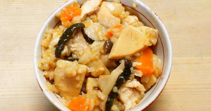 炊飯器におまかせ♪鶏ささみ入りの、筍ご飯です! 調味料も簡単、さっぱり炊き込みご飯です(^∇^)♡ 冷ましてお弁当にも!