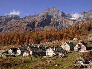 Gruppo di baite all'alpe Veglia Piemonte