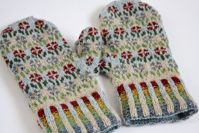 love that they are knit with tweed yarn, very very lovely