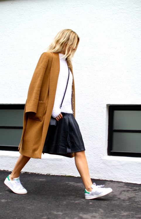 Lady Prim street style- white, camel, black- white Adidas Stan Smiths with green accents- minimal chic | @sommerswim