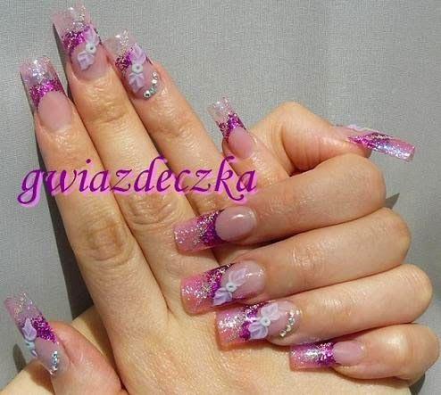 Różowe paznokcie z brokatem i cyrkoniami Swarovskiego