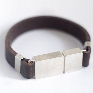 4GB MÜNCHEN USB bracelet by Tonia Welter.  Stylish and handy.
