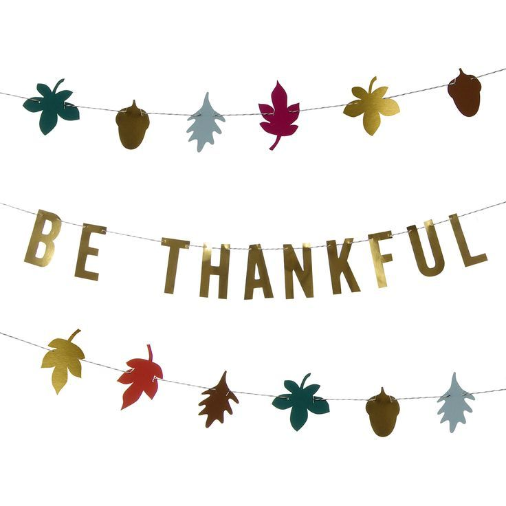 This self-assemble charming garland spells out the most important message of the Thanksgiving celebration: Be Thankful. With a selection of seasonal floral decorations and gold foil embellishments to
