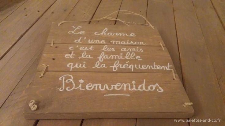 Réalisé en bois de palettes peintes, amenez une note accueillante à votre entrée.