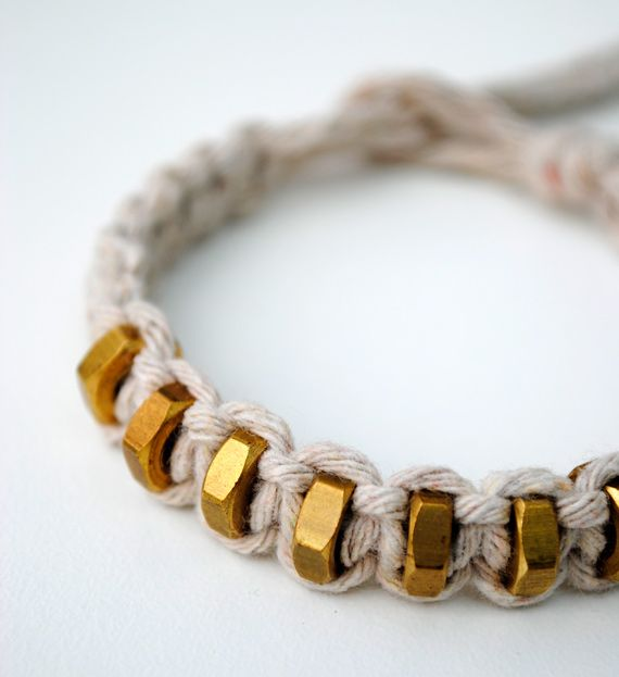 DIY :: Macramé: String & hex nut bracelet ( how to :: http://www.minieco.co.uk/macrame-square-knot-string-hexnut-bracelet/ )