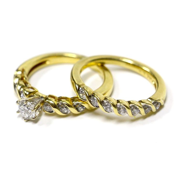 A favorite design, 0.92 carats of diamonds set in 14 karat yellow gold. Find it on WhiteCarat.ca!