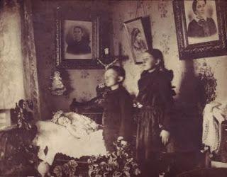 """Alice In Slaughterland: """"Say cheese"""" : l'art de la photographie post-mortem sous l'ère victorienne"""