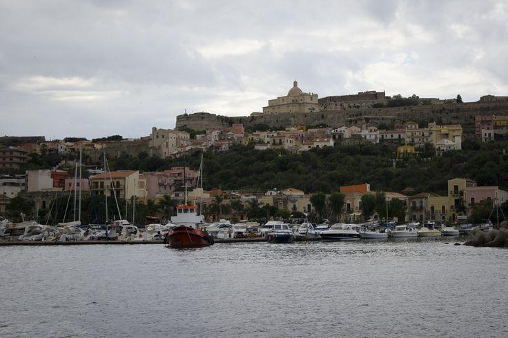 Италия, Сицилия, Милаццо - Норманнская крепость (XIII век)  #italia #sicily #isoleeolie #sea #yacht #travel #nature #Island #Milazzo #evening  fotoolgavolyanskaya