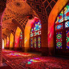 "A Look Inside: Nasir al-Mulk Mosque a.k.a. ""Pink Mosque"" | SENATUS"