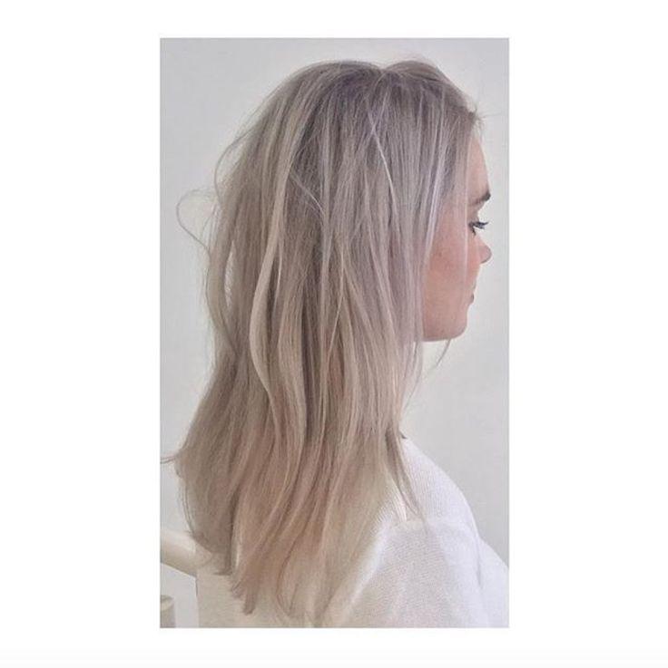 White blonde hair by Sue @ Salon B, Amsterdam