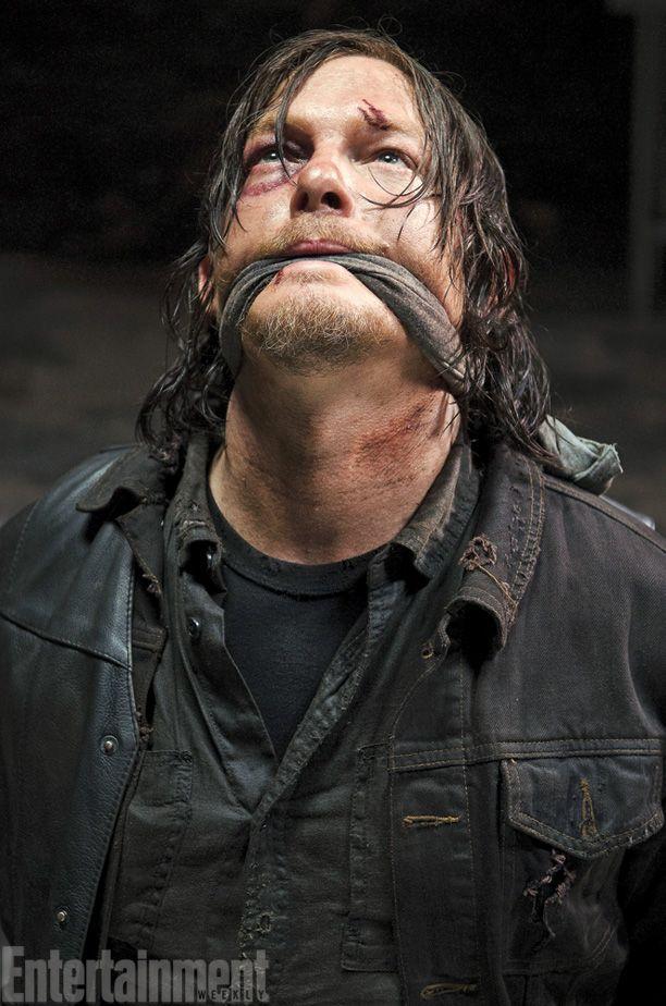 The Walking Dead : Daryl en mauvaise posture dans une photo de la saison 5 !