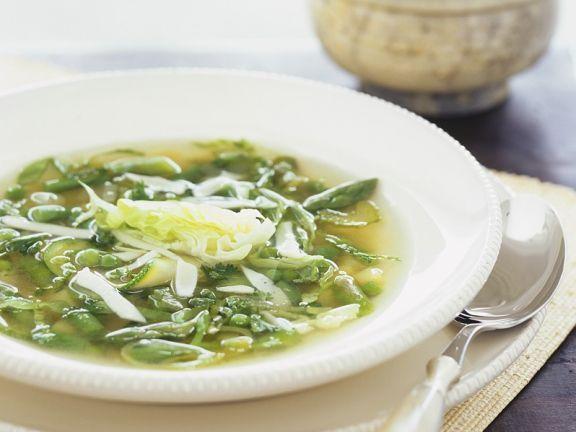 Klare Suppe mit grünem Gemüse ist ein Rezept mit frischen Zutaten aus der Kategorie Sprossgemüse. Probieren Sie dieses und weitere Rezepte von EAT SMARTER!