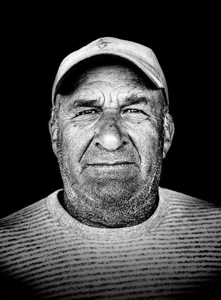 Никитас Маламатениос, 58 лет «Работа рыбака очень тяжелая и приносит меньше денег, чем раньше, так что для молодежи она не привлекательна. Я всю жизнь был рыбаком не из-за нужды, а по собственному выбору»