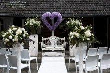 Ballonhart lavendel aan de gevel bij de ceremonie