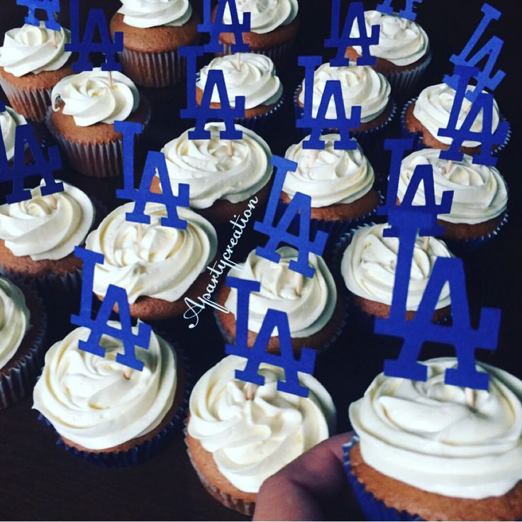 LA Dodgers cupcakes @apartycreation on Instagram