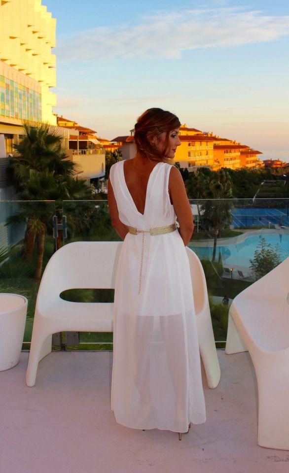 Espaldas bonitas. Invitada de Blanco. White Weeding. Diseño Jess Cómitre