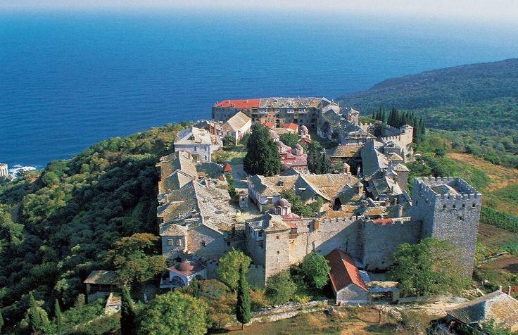 Η Ιερά Μονή Μεγίστης Λαύρας από ψηλά (Άγιον Όρος) - The Holy Monastery of Great Lavra from high above (Mount Athos)