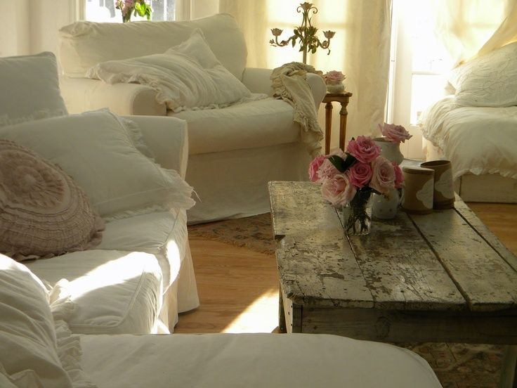 Perfect Shabby Chic Living Room With Rustic Shabby Chic Home Decor.