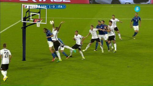 Empiezan los memes con Boateng.. #EuroCOPEDia23