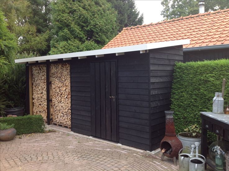 Woodstorage in black
