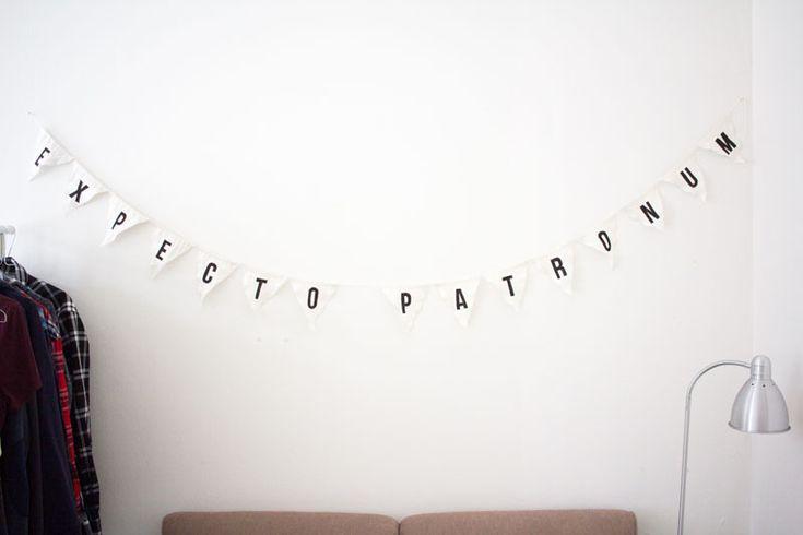 Beatrice Expecto Patronum-vimpel. Monthly Makers maj: magi.