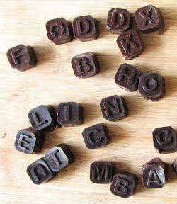 Cukormentes házi csokoládé  1 csésze kakaóvaj, 1 csésze kakaópor, fél csésze méz