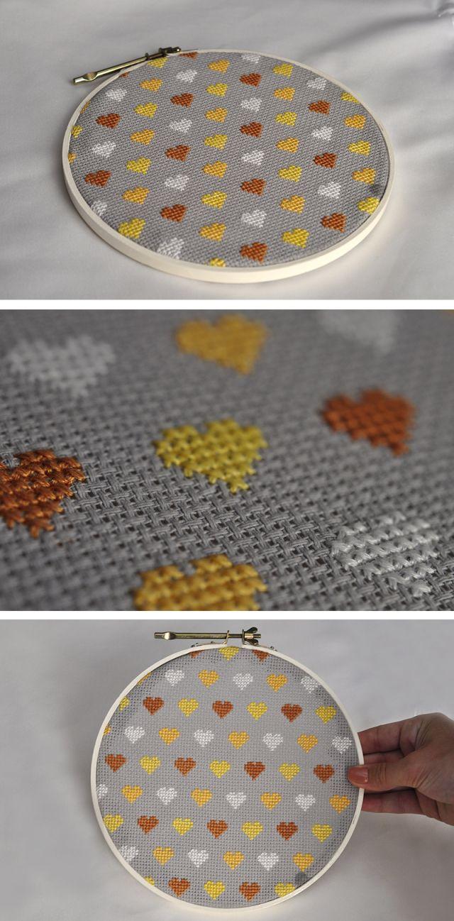 Bastidor de coração - fazcruzeponto.wordpress.com cross stitch - embroidery…