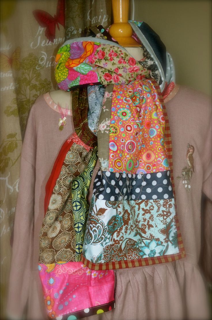 Écharpe en carrés de différents tissus à motifs