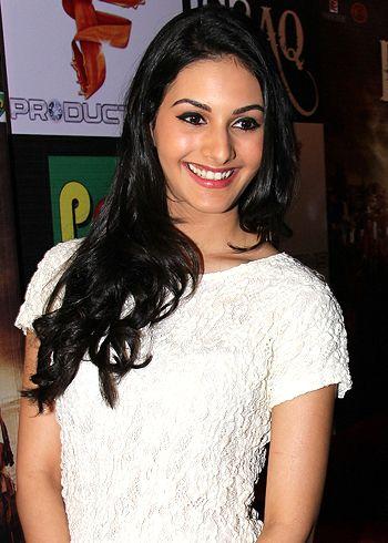 I'm not dating Prateik Babbar, says Amyra Dastur!