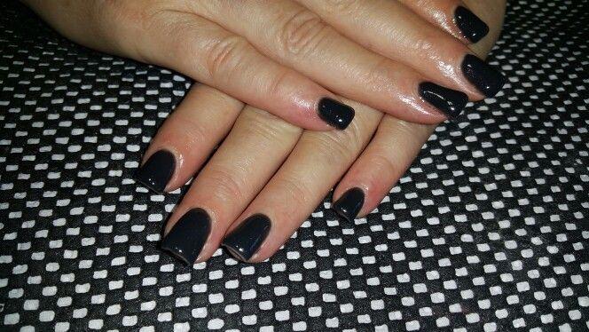 Black gel nails