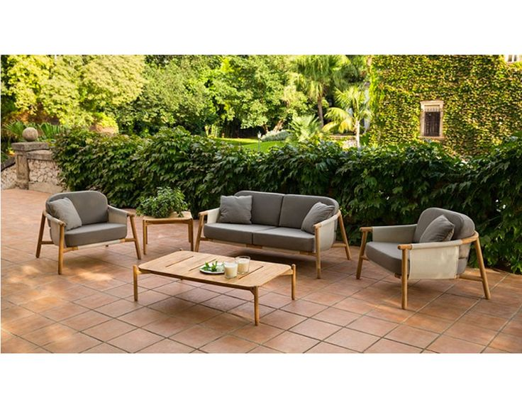 Hamp Lounge Chair, Sofa and Rectangular Coffee Table from point!! #point1920 #climaoutdoor #luxurybrand #classicalinspiration #contemporary #design #nature #outdoor #furniture