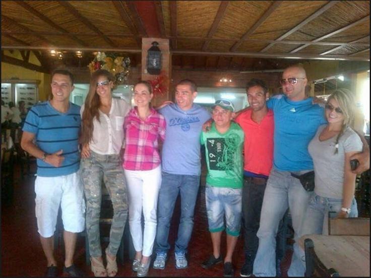 Nuestra bella @nanisochoa con sus amigos de @Mundo0puestoRCN