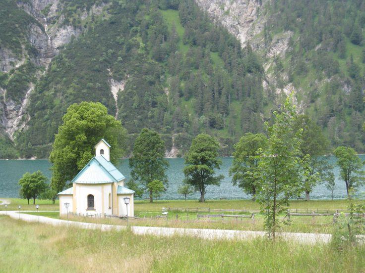 Bei einer #Radtour die Natur genießen  http://www.karwendel-achensee.com/de/hotel-am-achensee/gaestestimmen/