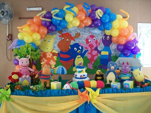 Backyardigans Party. Now where do i find all those dolls??