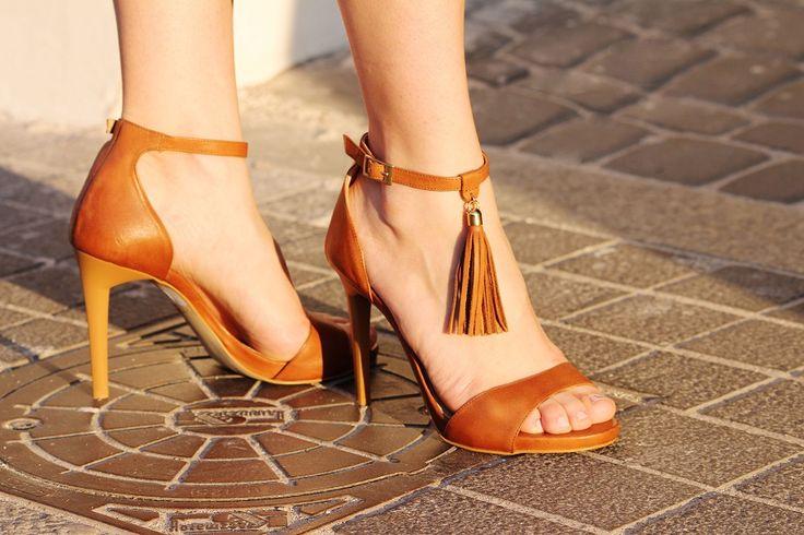 Brązowe sandałki z frędzlem - Kati