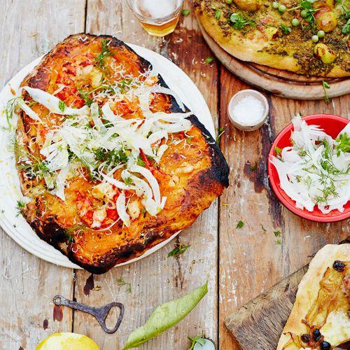 Wij zijn gek op pizza, wij zijn gek op kreeft: deze pizza mét kreeft is dan ook een van onze favorieten! Deze pizza maak je met verse ingredienten en hierdoor wordt 't een lekker luxe gerecht!    1 Stoom de kreeftenstaarten in 8 minuten in een...