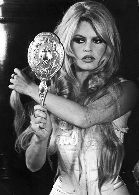 Brigette Bardot. Love the corset and look at that gorgeous long hair ♥