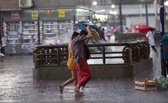Água na segunda do paulistano: Chuva em SP afeta trem da CPTM gera atenção para alagamento